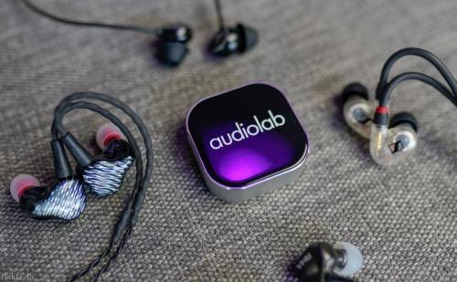 Trên tay Audiolab M-DAC nano – Bluetooth DAC/Amplifier di động chất âm hay, sạc không dây, 4tr8