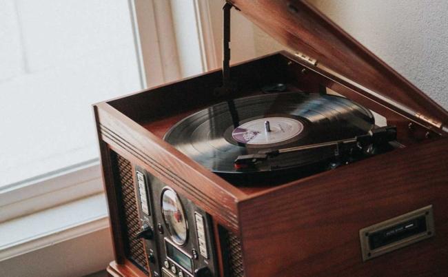 Vì sao sử dụng những chiếc turntable rẻ tiền có thể làm hư đĩa vinyl?