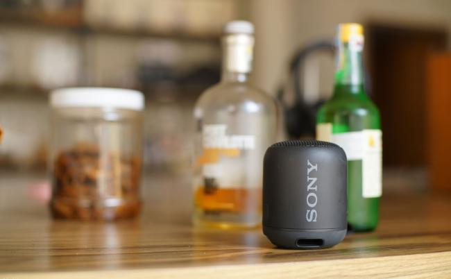 Cũ mà hay: Sony SRS-XB12 – Loa di động nhỏ gọn, pin trâu, âm thanh ấn tượng, phù hợp vi vu dịp Tết